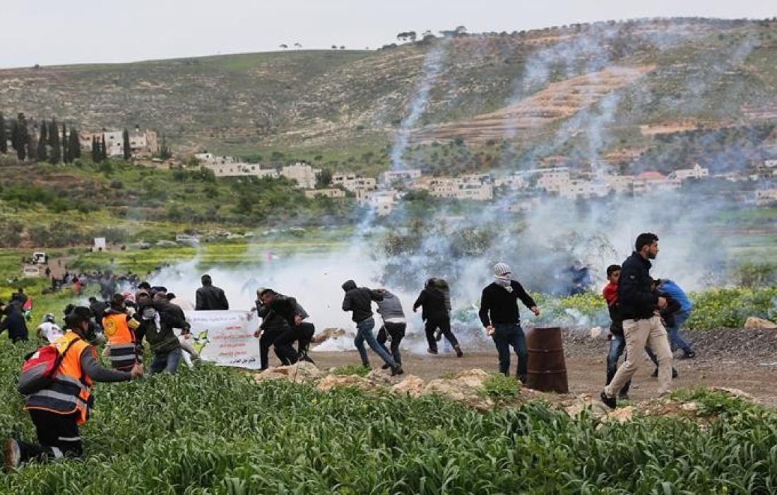 فعالية ضد الاستيطان- مستوطنون- مستوطنون- وقفة -قوات الاحتلال- غاز- اطلاق نار - استيطان.jpg