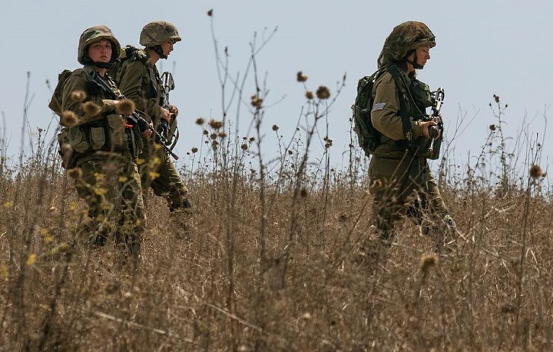 قوات الاحتلال تعتقل شابًا بزعم التسلل من قطاع غزة