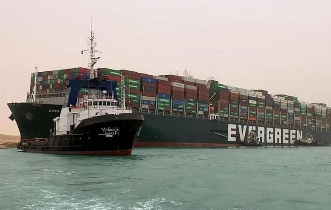 احتفال في قناة السويس بعد تحريك دفة السفينة الجانحة