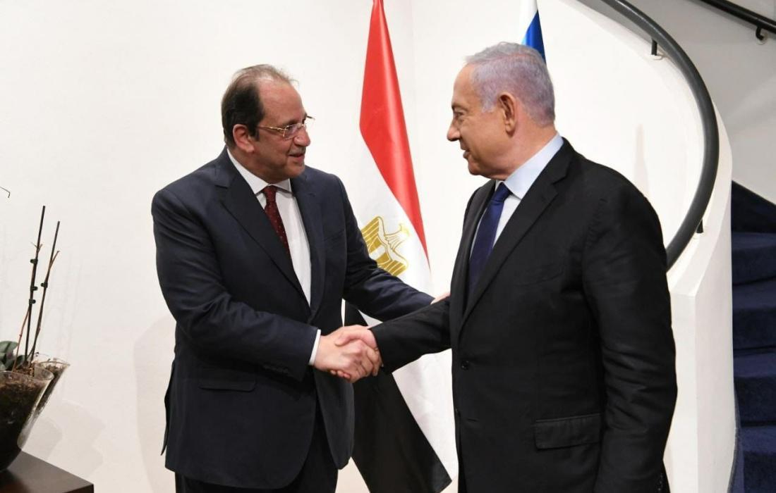 وزير المخابرات المصري عباس كامل ورئيس وزراء الاحتلال بنيامين نتنياهو.jpeg
