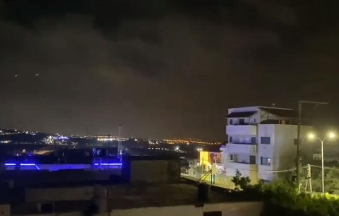 فلسطينيو الداخل يحتفلون ويكبرون بعد وصول صواريخ المقاومة لمدنهم KgdGg