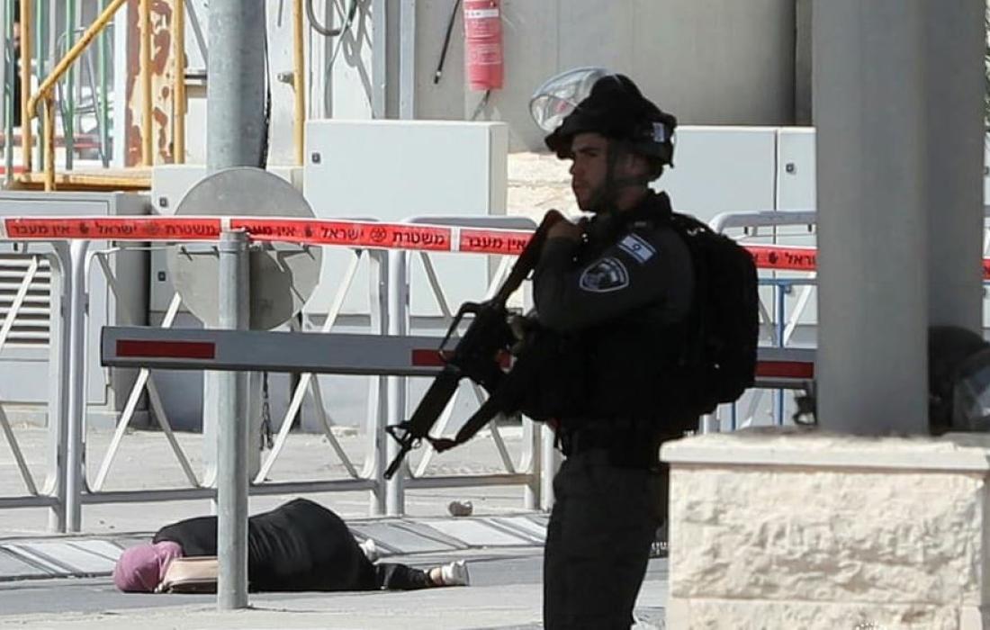 إصابة سيدة بجراح جراء اطلاق قوات الاحتلال النار اتجاهها على حاجز قلنديا شمال القدس المحتلة