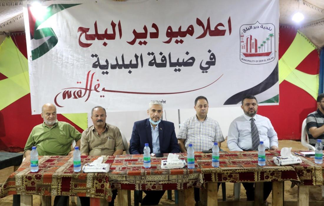 بلدية دير البلح تكرم إعلامييها