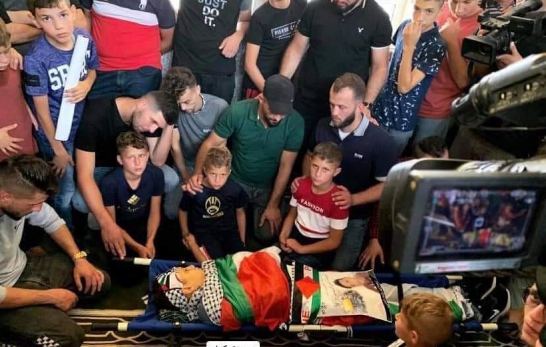 جماهير رام الله تشيع جثمان الشهيد الفتى محمد التميمي