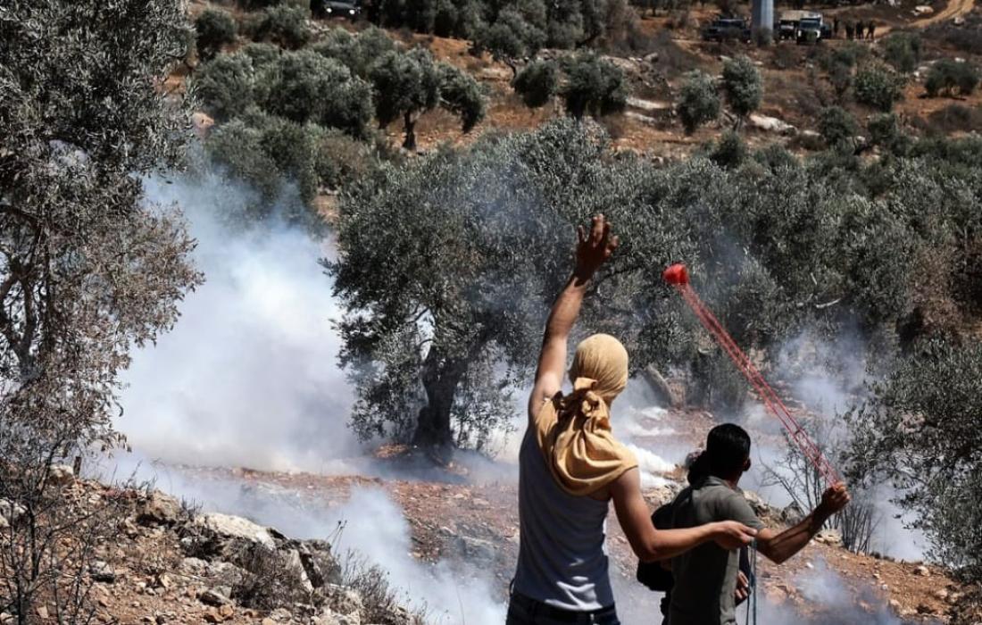 إصابات بالاختناق إثر قمع الاحتلال مسيرة كفر قدوم في محافظة قلقيلية