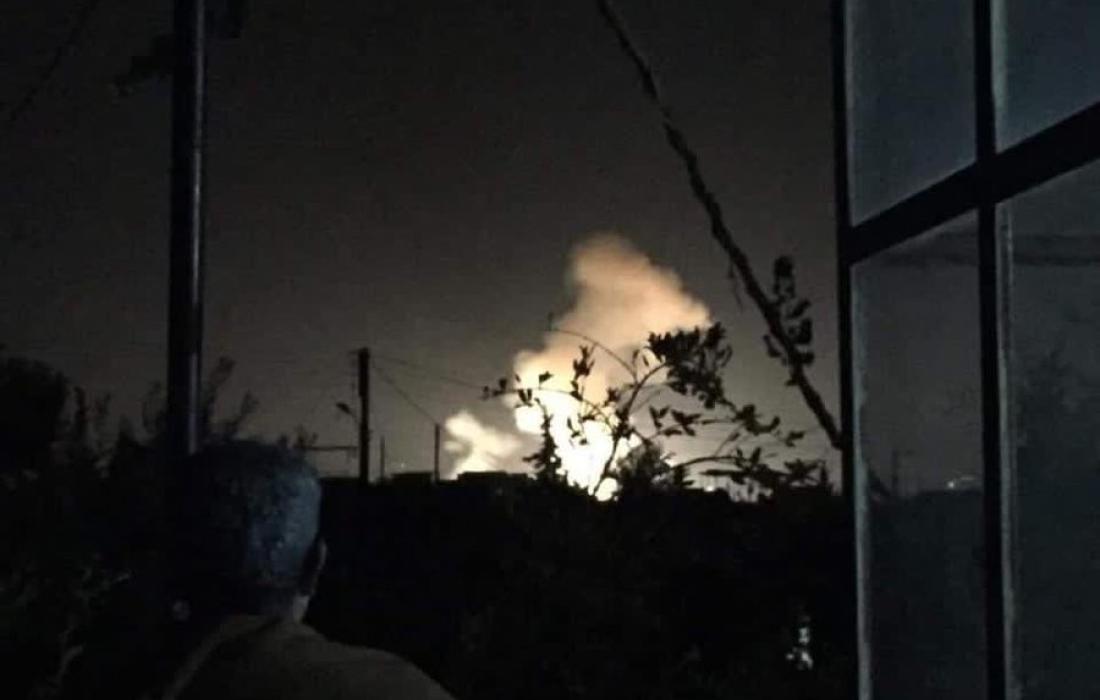 """قصف """"إسرائيلي"""" في محيط قرية رويحينة في القنيطرة بسوريا"""