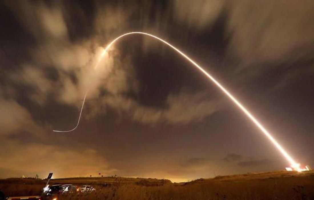 اطلاق صواريخ