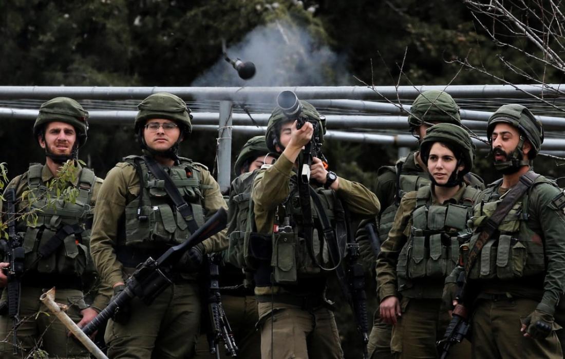 قوات الاحتلال تطلق قنابل اتجاه الشبان في الضفة المحتلة