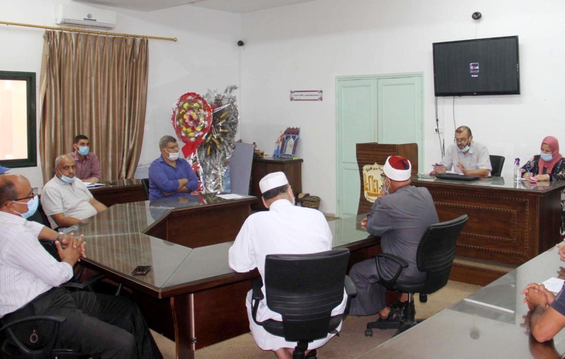 بلدية دير البلح تعقد لقاءً لدراسة الآثار البيئية والاجتماعية لمشروع تبليط شوارع فرعية بالمدينة