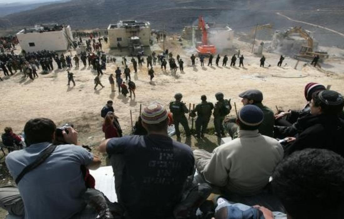 محكمة الاحتلال تجمّد تعويض من تم إخلاؤهم من بؤر استيطانية