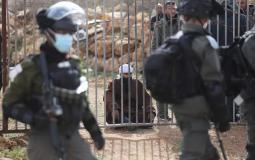 قوات الاحتلال تعتقل فتاة من الخليل