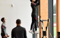 محمد صلاح يمشي على الحائط