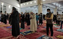 صلاة بالمساجد