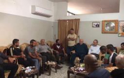 """حركة """"الجهاد"""" تزور عائلة الأسيرين الجريحين الجدعون بمخيم جنين شمال الضفة المحتلة"""