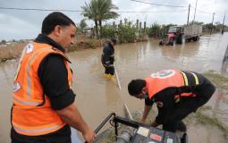 رئيس بلدية دير البلح يتابع ميدانيا المناطق المتأثرة بكمية الأمطار وآليات العمل