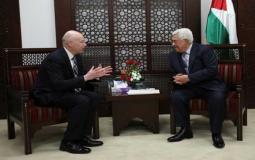 عباس والمبعوث الأمريكي