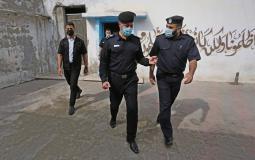اللواء محمود صلاح يجري زيارة لمركز شرطة دير البلح وسط قطاع غزة