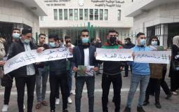 """طلبة """"المنحة الجزائرية"""" في غزة يحتجون على قرار إلغاء سفرهم لاستكمال الدراسة"""
