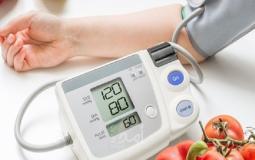 جهاز فحص ضغط الدم