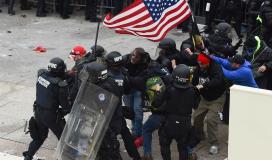 احتجاجات بين الشرطة و انصار ترامب.jpg