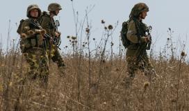 قوات الاحتلال تعتقل شابًا من قطاع غزة