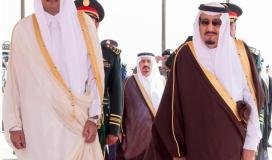 الملك سلمان بن عبدالعزيز وامير قطر تميم بن حمد.jpg