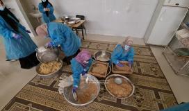 سيدات يعددن أطعمة لشهر رمضان (4).jpeg