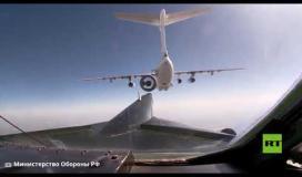 الدفاع الروسية تظهر تزويد قاذفات تو-95 الاستراتيجية بالوقود في الجو ...