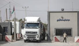 الاحتلال يسمح بإدخال 16شاحنة سولار لمحطة توليد الكهرباء بغزة