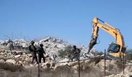 الاحتلال يهدم أساسات مسجد وبئر مياه جنوب الخليل