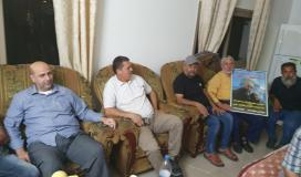 الجهاد تزور والد عميدها الشيخ رائد السعدي مع دخوله العام(٣٣) في الأسر