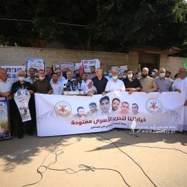 بالصور:الجهاد الإسلامي تنظم وقفة إسنادية للأسرى أمام الصليب الأحمر بغزة