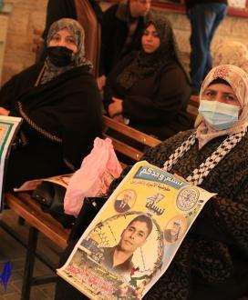 اعتصام اهالى الاسرى امام مقر الصليب الاحمر بمدينة غزة