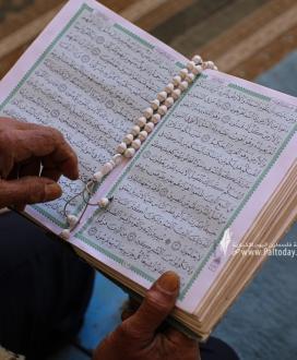 جلسات القرآن الكريم من المسجد العمرى الكبير بغزة فى اول يوم من شهر رمضان الكريم