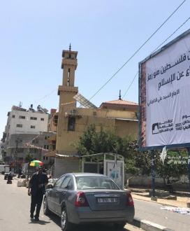 """يافطات في غزة تحيي يوم القدس العالمي بعنوان """"القدس أقرب"""""""