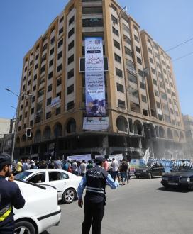 """بالصور: بلدية غزة تطلق اسم """"ميدان الصحافة"""" على مفترق الجلاء مع شارع الوحدة تقديراً للصحفيين"""