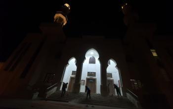 تعقيم المساجد استعدادا لافتتاحها فجر الاحد 10-1-2021